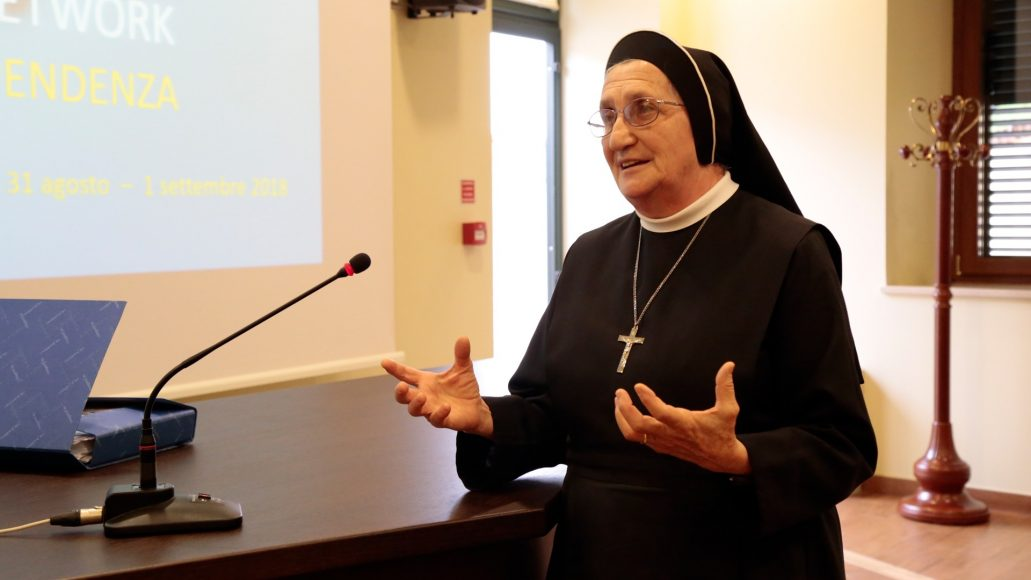 LOVE AT THE CENTER: suor Faustina