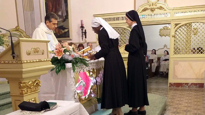 Prima professione di suor Blessing