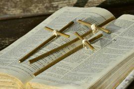 Bibbia con croci