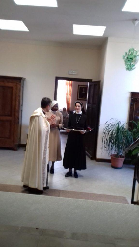 La benedizione dell'abito della novizia nigeriana Emellina